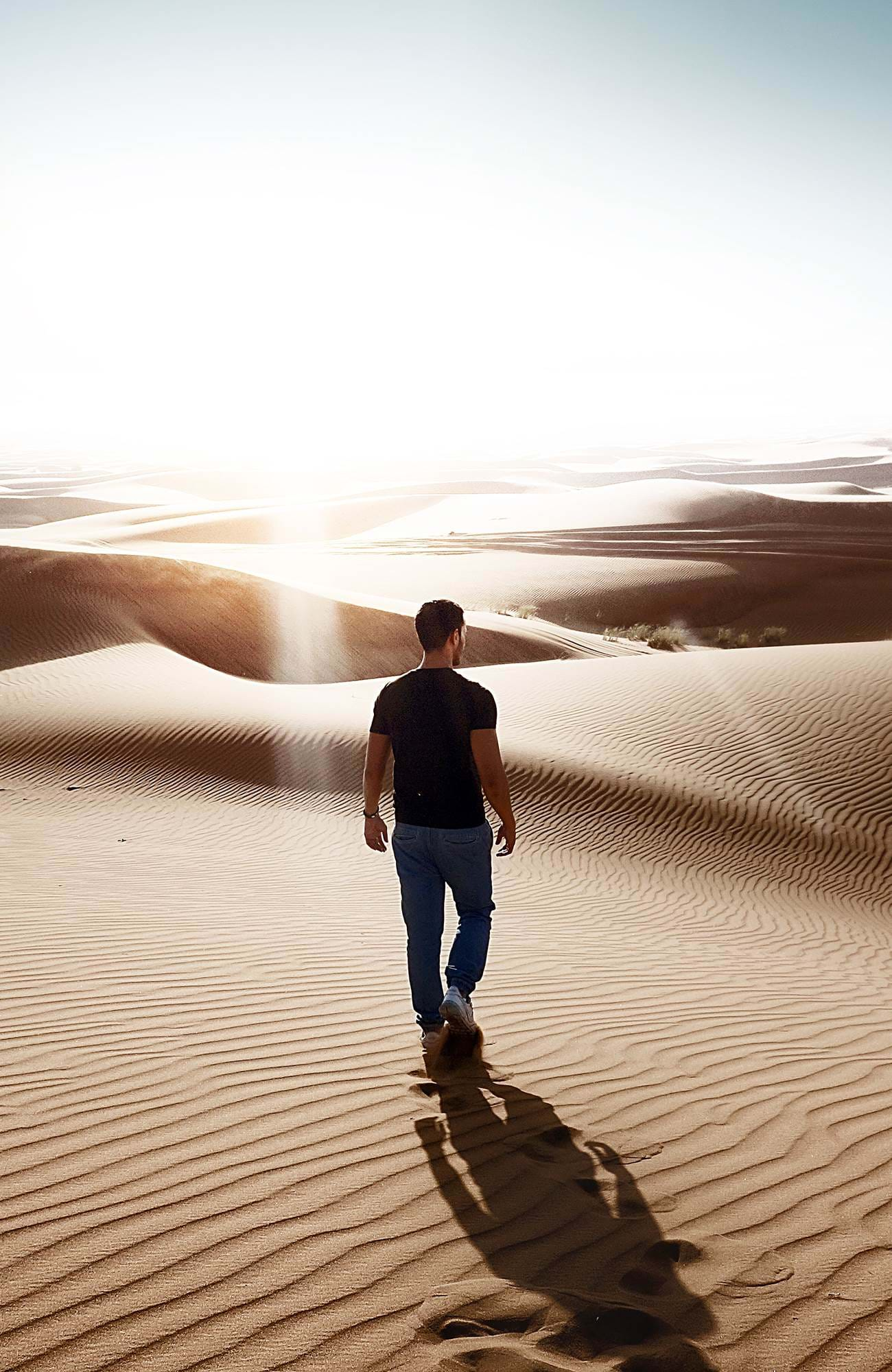 dubai-united-middle-east-man-walking-in-sand-sidebar