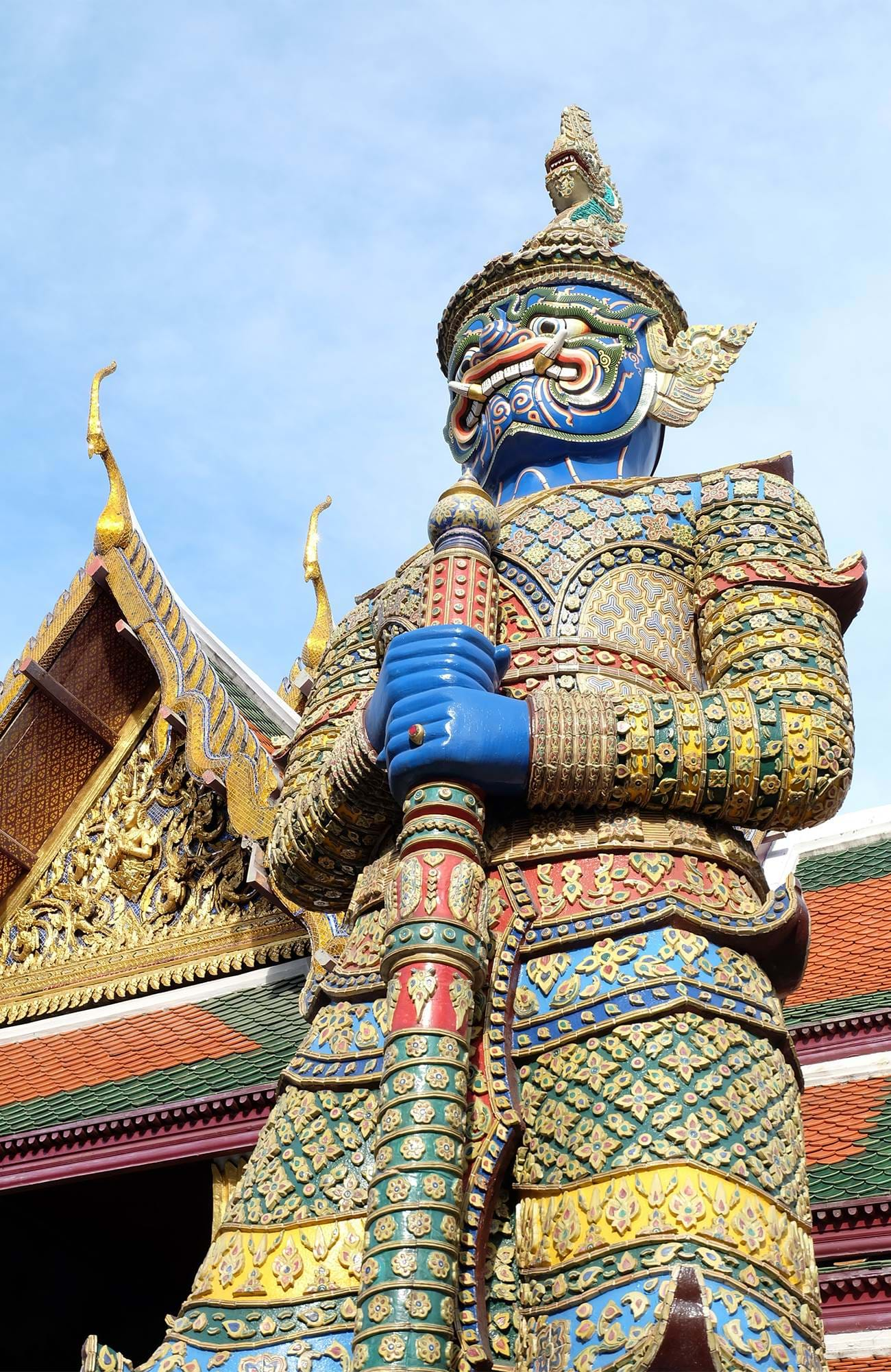 bangkok-thailand-grand-palace-decorated-statue-sidebar