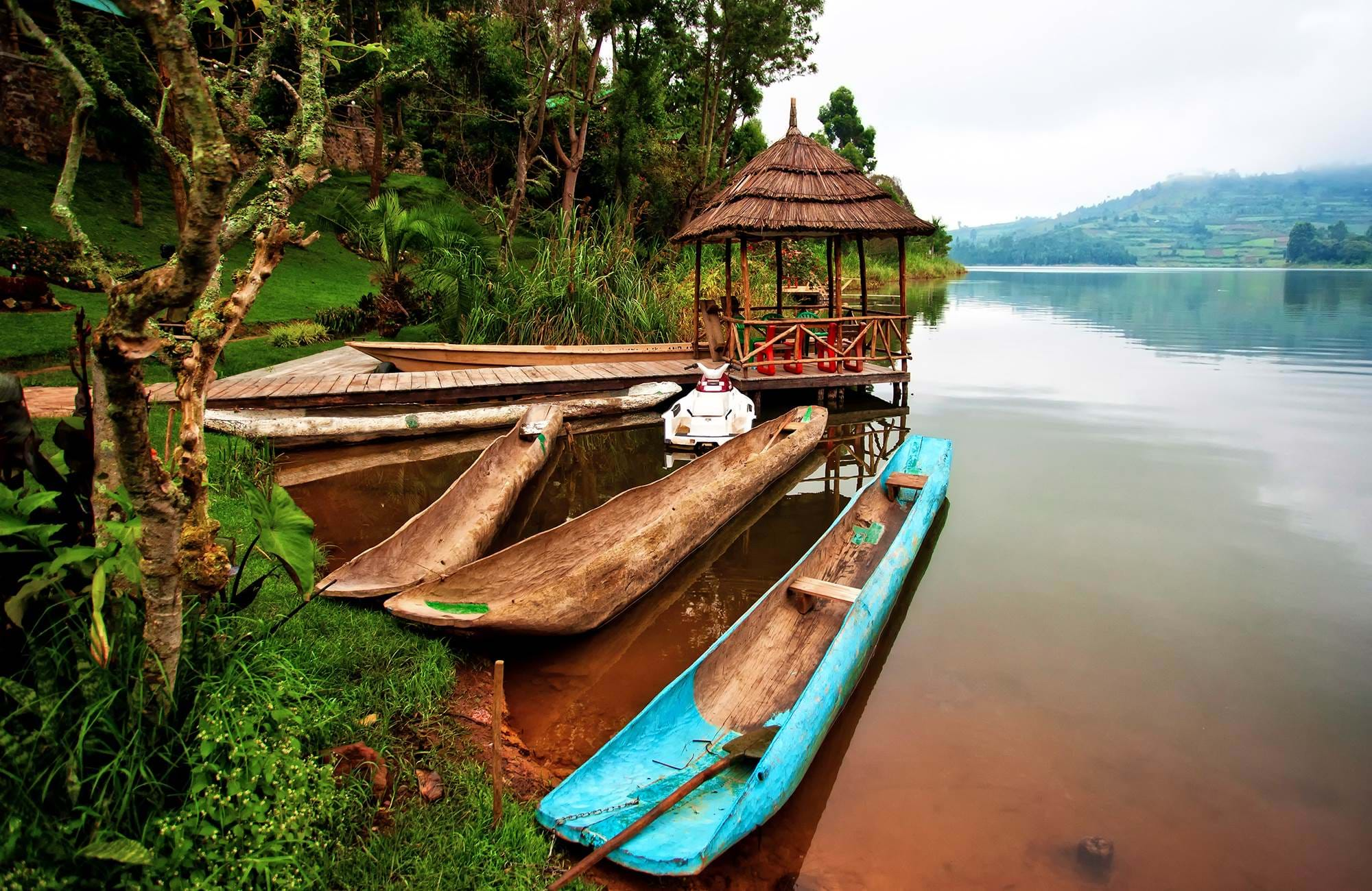 uganda-lake-bunyonyi-boats-house
