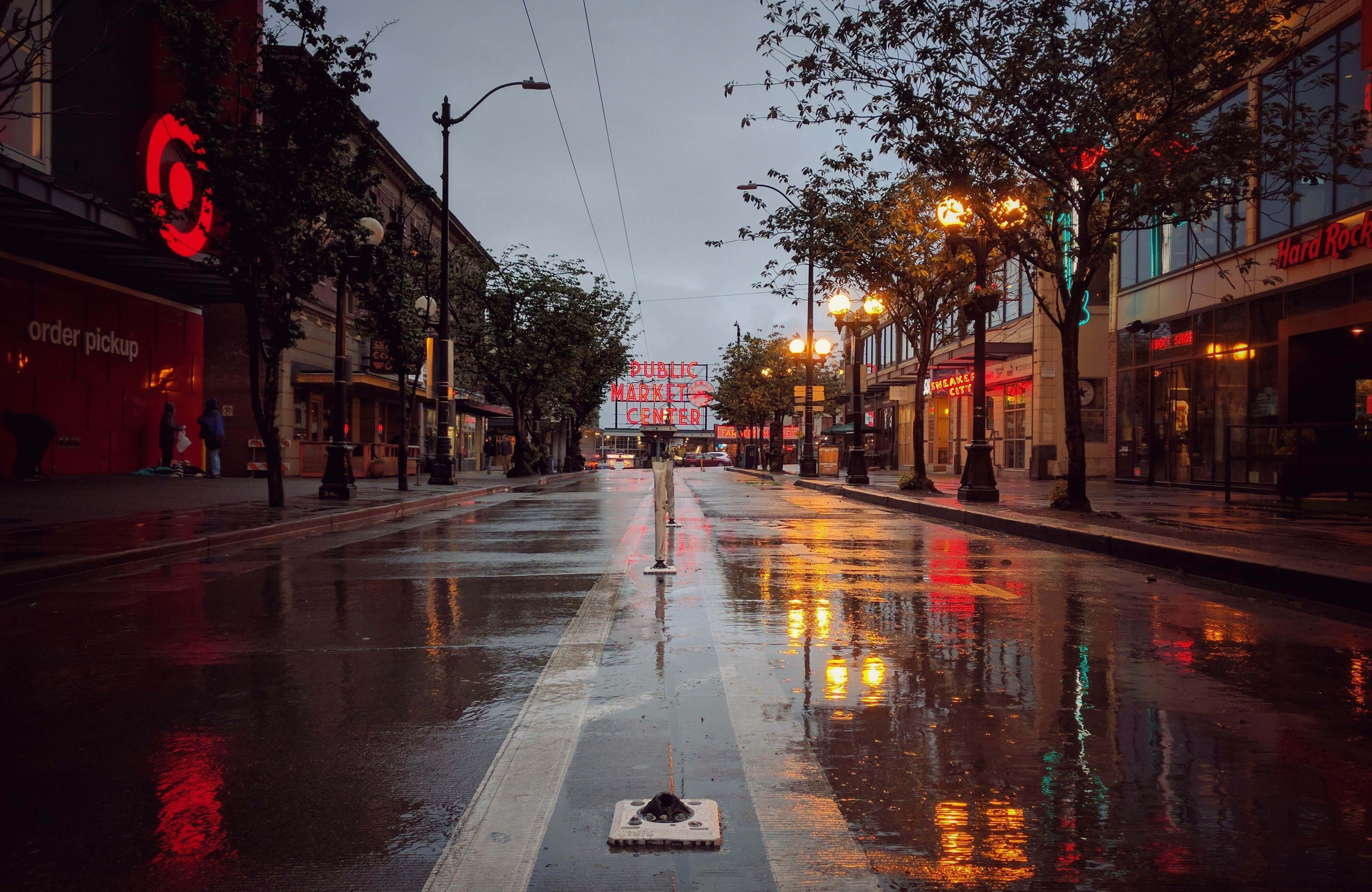 seattle-pike-place-rainy-day-cover
