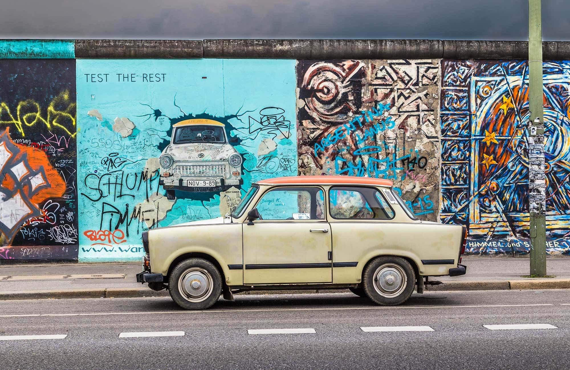 europe-germany-berlin-berlinwall-trabi
