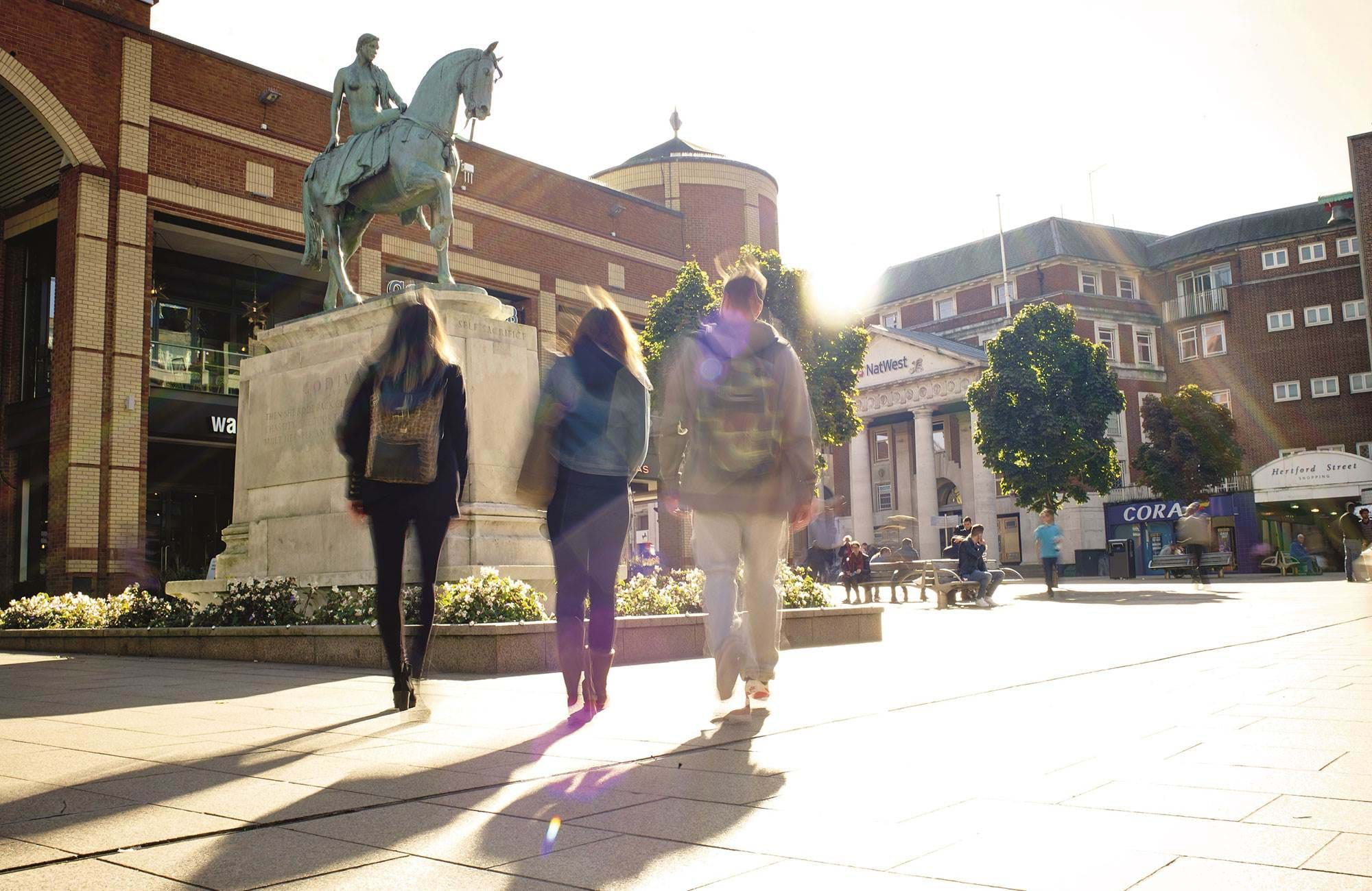 Students Walking On Campus Of Coventry University England (1)